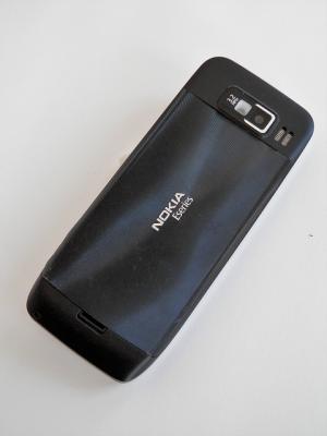 Nokia E52
